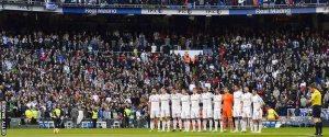 Para pemain Real Madrid berdoa sejenak sebelum bertanding melawan Espanyor
