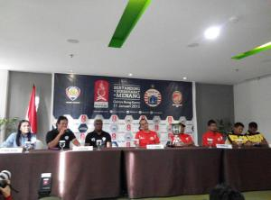 press confrence trofeo persija