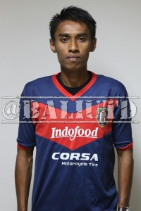 (12) Fadil Sausu (DM/LB) | TTL: Palu, 19 April 1985 | Tinggi/Berat: 175 Cm/60 Kg | Klub Sebelumnya: Mitra Kukar