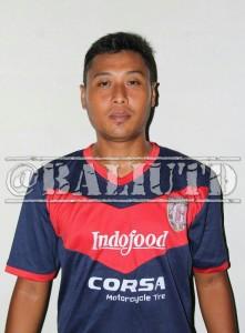 (27) Iswandi Dai (DMF)| TTL: Surabaya, 21 September 1981 | Tinggi/Berat:170 Cm/75 Kg |Klub Sebelumnya: PSIS Semarang