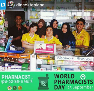 "@dinaoktapiana ・・・ ""PHARMACIST : your partner in health"" Selamat hari apoteker sedunia :)"
