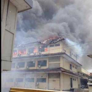 @OyinkNS 25m25 minutes ago View translation Polda jateng kebakaran