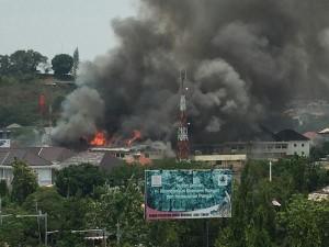 @sa3yo2000 25m25 minutes ago View translation Gedung Polda Jateng kebakaran ?