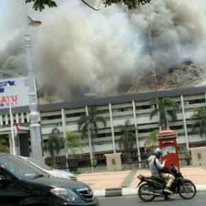 Polda Jateng kebakaran (via: wawan_aries)