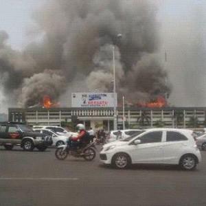 Polda jateng kebakaran (via: @coemicoemicoemi)
