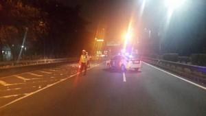 02.13 PJR polda metrojaya alihkan lalulintas tol cawang arah semanggi , imbas penanganan suporter anarkhis di saidah