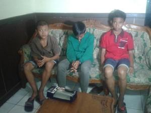 02:59 Polri amankan supporter sepak bola yg berbuat anarkis di Kawasan Senayan Jakpus.