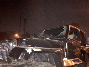 04:40 2 kendaraan alami kerusakan akibat aksi anarkis supporter sepak bola di Jl. Asia Afrika Jakpus.