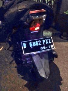 04:35 Polri amankan sepeda motor yg digunakan para supporter sepak bola yg berbuat anarkis di Jl. MT. Haryono.
