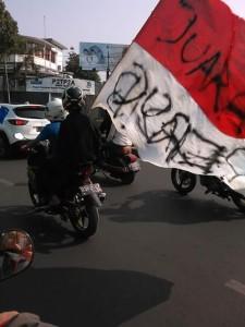 """@dulz24 3m3 minutes ago Bendera INDONESIA di coret"""" oleh bobotoh..lokasi dago, tolong di tertibkan via zahra @PRFMnews @ridwankamil @jokowi"""
