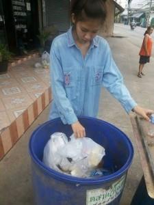 @zestfreak Tak lupa daratan setelah bergelar miss thailand 2015 #Respect
