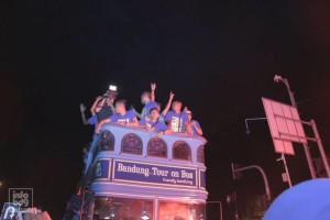 @infobdg 7h7 hours ago View translation 22.21: Pemain Persib beserta Walikota Bandung ada di Bandros melewati Jl. Pasupati. Yang konvoi tetap tertib ya :)