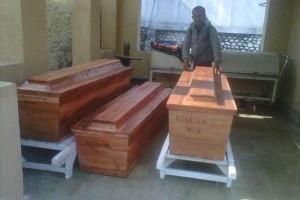 @KampoengNgawi Oct 19 View translation Peti jenazah Sumarwan, Nanang, dan Rita Septi di RS dr Sayidiman, Magetan.