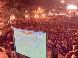 Nonton bareng warga Bandung tercinta pertandingan Persib malam di Cikapundung River Spot. #BahagiaItuSederhana