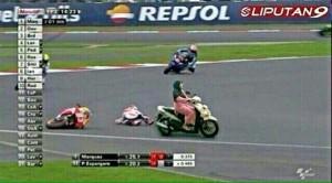 @dewahoya 25/10/2015 14:34:48 WIB Sekali lagi saya tegaskan bukan Rossi yang buat Marquez jatoh, tapi ibu-ibu bawa matic.