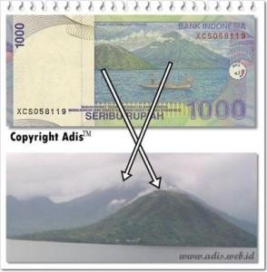 @Adek_Noegroho 12/11/2013 13:17:24 WIB Uang kertas seribu rupiah dan gambar yang asli.
