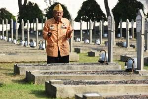 "@MIdotcom 28m28 minutes ago View translation ""Bangsa yang besar adalah bangsa yang menghormati jasa pahlawannya"" - Bung Karno. Selamat Hari Pahlawan!"