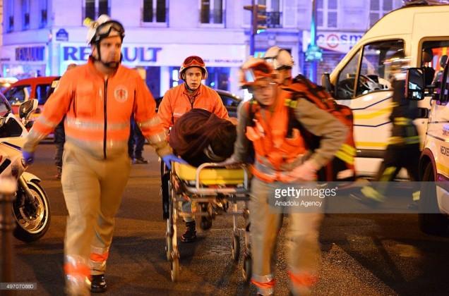 Sedikitnya 100 orang dilaporkan meninggal di gedung konser Bataclan di pusat Kota Paris.