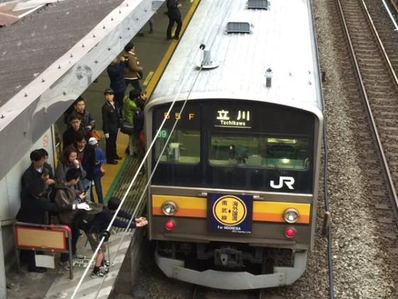 @ EF510_509G : Tampak warga Jepang mengabadikan kereta yang menurutnya bersejarah