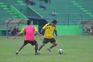@AremafcOfficial 15m15 minutes ago View translation Latihan taktik dan strategi menjadi menu utama dalam latihan di Stadion Gajayana sore tadi