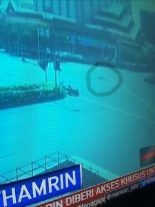 @asalim30 19/01/2016 16:28:36 WIB Seorang teroris tergeletak.....kamera CCTV menangkap situasi ini setelah kerumunan orang berlarian