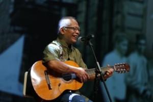 @MataNajwa Rony Marton, menyanyikan lagu Indonesia Pusaka. #MataNajwa