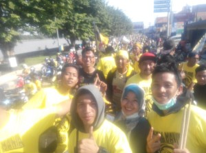@MitraMania 5h5 hours ago East Borneo, Indonesia View translation Tenggarong Lautan Kuning menyambut sang juara #MitraKukarJuara #EtamJuara #KukarPesta