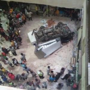 @vauzdoang Mobil box pengangkut barang jatug dr lantai 4 pusat grosir cipulir