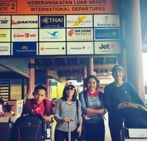 Minggu 24 Januari, mereka akan berangkat dari Jakarta ke Amerika Serikat. — with Gomos Parulian Manalu, Arini Desianti Parawi, Elin Bawekes and Gilbert Nadapdap.