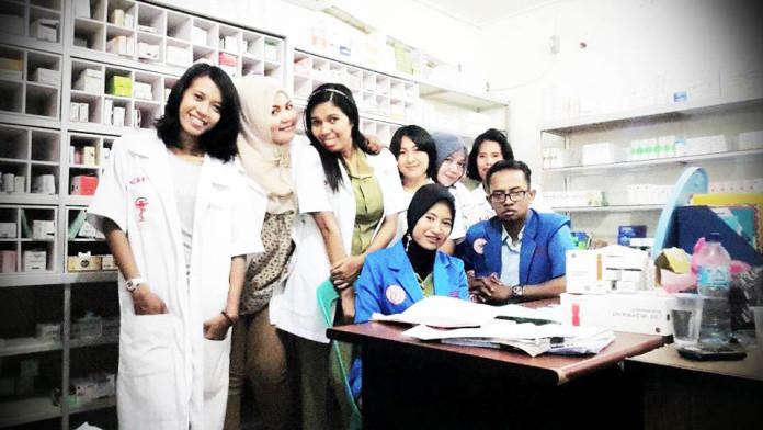 Crew IFRS — with Risty L, Chrismarthia Lidya Nuniary Maromon, Mey Wewengkang, Tutik Purwanti, Marni Pangrib, Ricky Meko and Pratiwi Cahyandari.