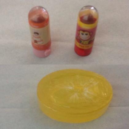 @BPOMKupang 21 Nov 2015 View translation Kosmetik ilegal yang di temukan Pos POM Ende, jangan menggunakan kosmetika ilegal. Karena dpt mengganggu kesehatan.