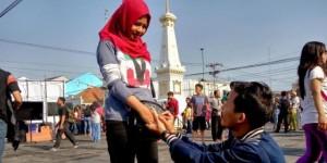 Gerhana Matahari Jadi Saksi Nanang Melamar Dian Paramita di Tugu Yogyakarta - Kompas.com