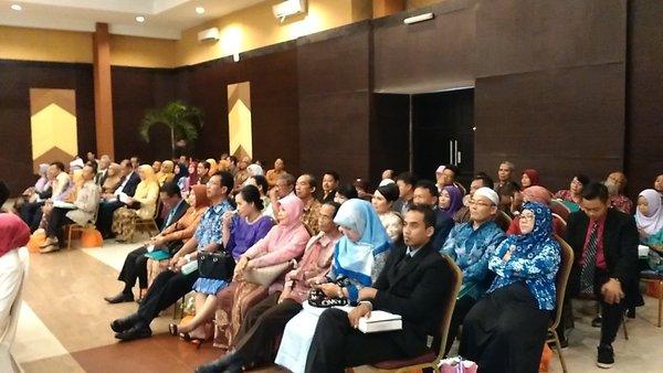 @istakalisa Sumpah 39 Sarjana Apoteker diambil didepan Dekan Dan Wakil Dekan Fakultas Farmasi UGM serta Komite Farmasi Nasional