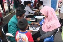 Pemeriksaan tekanan darah gratis oleh mahasiswa kedokteran Universitas Jambi