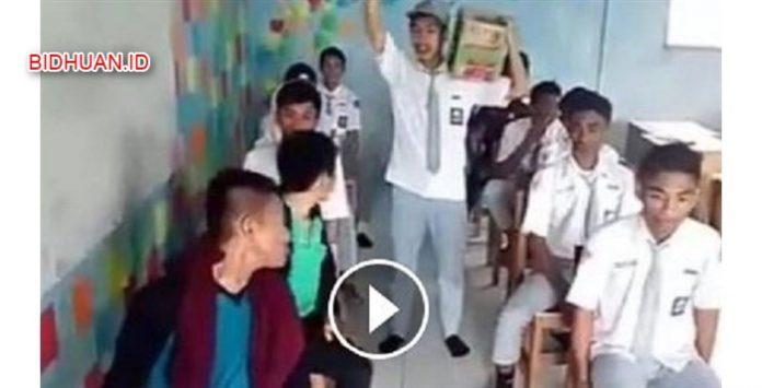 Video Bis di Kelas Membuat Orang Tertawa Ngakak