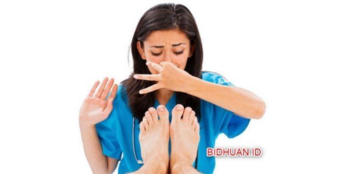 Penyebab dan Cara Ampuh hilangkan Bau Kaki yang efektif