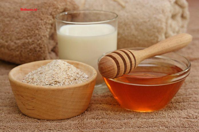 Cara membuat masker beras dengan campuran madu