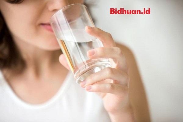 Cara menurunkan berat badan tanpa olahraga dengan memperbanyak minum air putih