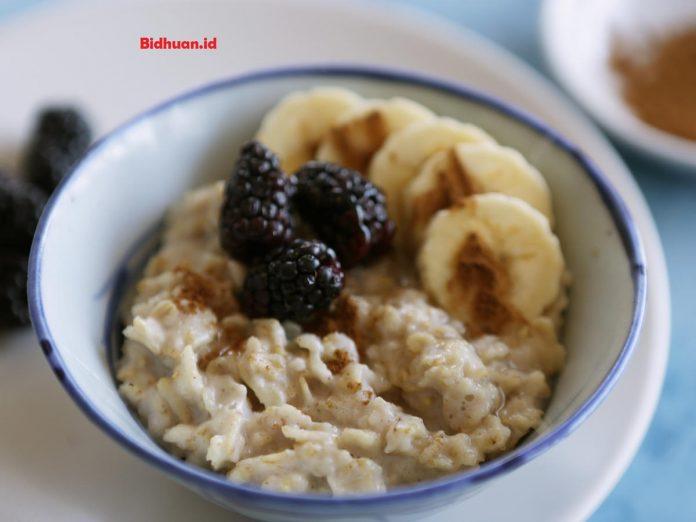 Makanan yang mengandungkarbohidrat yaitu Oatmeal
