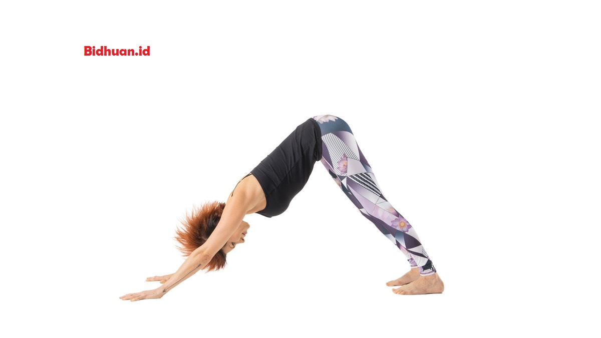 Gerakan yoga dasar yaitu Downward Facing Dog