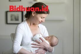 Mengobati batuk bayi berusia 1 tahun dengan memberikan asupan cairan yang cukup