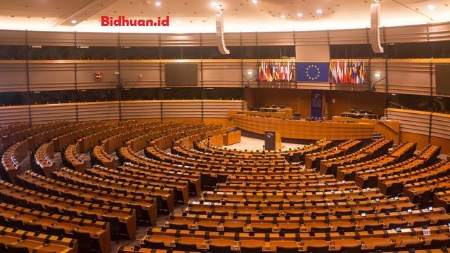 di dalam konstitusi ris 1949, terdapat penyimpangan terhadap sistem parlementer, terutama pasal